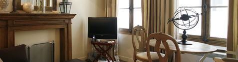 Paris-Vacation-Rental-St-Germain-Luxury-1bedroom-Rue-des-Grands-Augustins